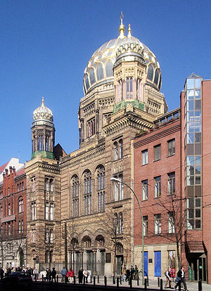 Oranienburger Straße - The restored New Synagogue on Oranienburger Straße