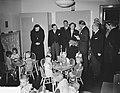 Bezoek koningin Juliana aan het Rooms Katholiek Weeshuis in de Jordaan, Bestanddeelnr 905-9451.jpg