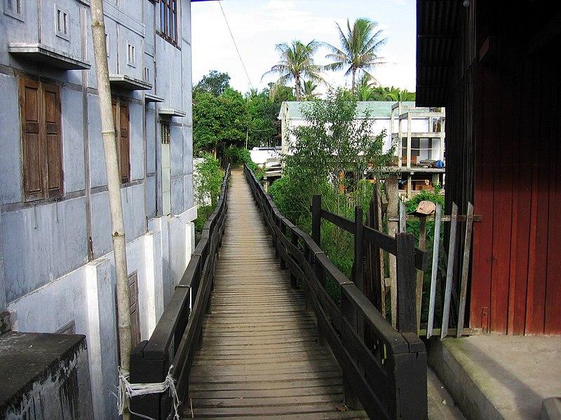 File:Bhamo-calles-d01.jpg