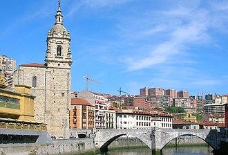 Bilbao la Vieja - San Antón Bridge with Atxuri in the background