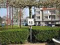 Boekenruilkastje Frère-Orbanstraat vogelzangpark Oostende.jpg