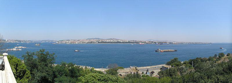 Bosphorus view Topkapi Istanbul 2007.jpg