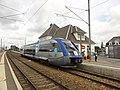 Bréauté (Seine-Mar.) Gare de Bréauté-Beuzeville, TER X73552, Fécamp - Le Havre.jpg