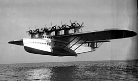 Dornier Do-X en phase d'amerrissage (janvier 1932).