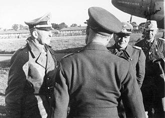 Hans Cramer - Hans-Jürgen von Arnim (left) and Cramer (centre) in captivity en route to Trent Park camp in 1943