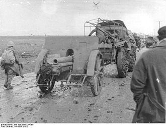 Skoda houfnice vz 14 - Spanish nationalists' artillery on march, probably Obice da 100/17 modelo 14