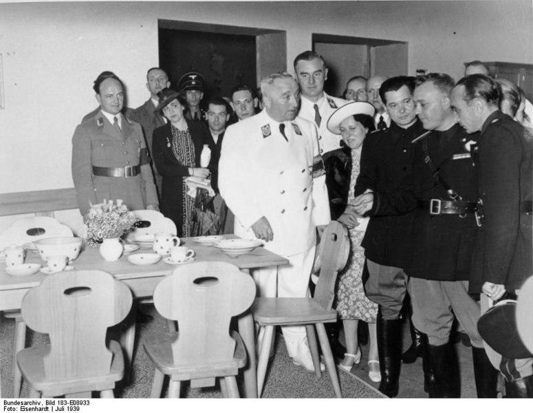 File:Bundesarchiv Bild 183-E08933, Hamburg, KdF-Leistungsschau.jpg
