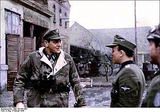 Commando - Skorzeny with soldiers of the 500th SS Parachute Battalion (1945)