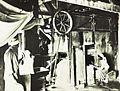 COLLECTIE TROPENMUSEUM Arbeiders van Brits-Indische afkomst in een suikerraffinaderij TMnr 10004270.jpg