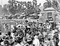 COLLECTIE TROPENMUSEUM Mensen in optocht tijdens een godsdienstig feest te Boegboeg op Bali TMnr 10001186.jpg