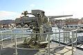 """Cañón Mk.22 de 76 mm (3""""-50) visto desde estribor (16419469307).jpg"""