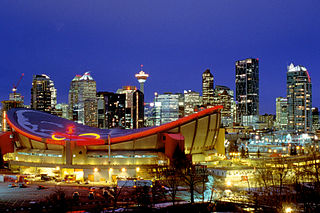 Calgary downtown By Calgary Reviews (Flickr) [CC-BY-2.0 (https://creativecommons.org/licenses/by/2.0)], via Wikimedia Commons