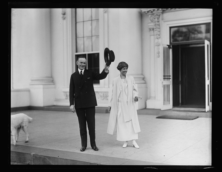 File:Calvin Coolidge and Grace Coolidge outside White House, Washington, D.C. LCCN2016893862.tif
