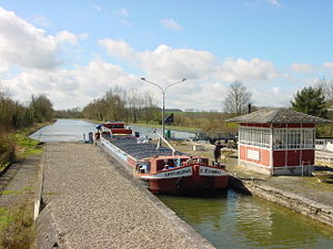 Canal de Saint-Quentin - Image: Canal de St Quentin écluse Noyelles
