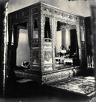 Rama I - Canopy bed belonging to King Rama I inside the Chakkraphat Phiman Throne Hall inside the Grand Palace. All subsequent monarchs are required to sleep at least one night here.
