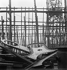 Cecil Beaton Photographs- Tyneside Shipyards, 1943 DB38.jpg