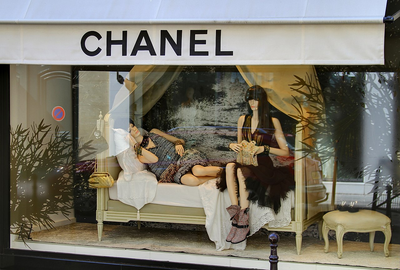 File chanel display rue cambon paris april for Chanel locations in paris