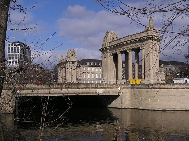 File:Charlottenburger Tor Suedseite.jpg