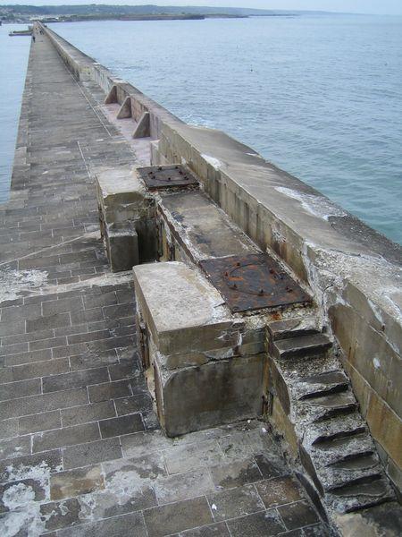 Fichier:Cherbourg-Digue-ouest-grande-rade.jpg