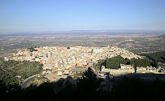 Chiaramonte Gulfi - View of Chiaramonte Gulfi from Mount Arcibessi.