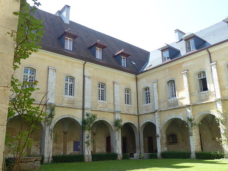 Cloître Hautecombe 11.JPG