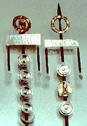 Phalera (military decoration) - Image: Cohort standards with phallerae