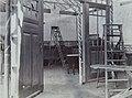 Collectie NMvWereldculturen, 7014-1-18, Foto, 'Houtbewerkingsstand op de eerste nijverheidstentoonstelling in Yogyakarta van de Ambachtschool voor Inlanders', fotograaf onbekend, 1925.jpg