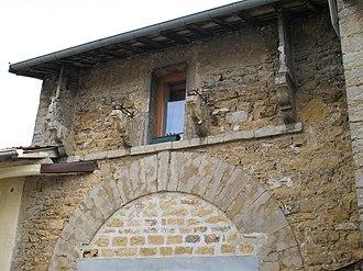 Collonges-au-Mont-d'Or - Image: Collonges au Mont d'Or Portail maison forte (69) 1