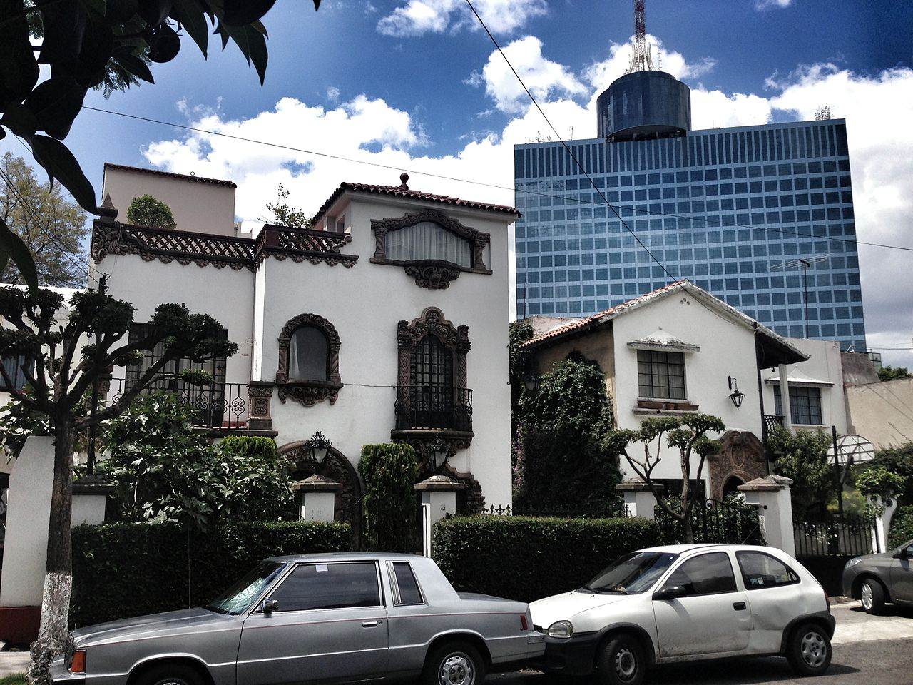 File Colonial California House And World Trade Center In