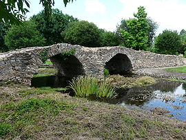 The medieval pont Reine Blanche