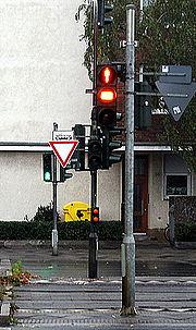 Fußgängerampel mit Gelbphase