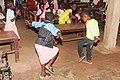 Dansen en blij zijn in een schooltje in Gambia.jpg