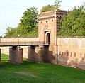 Das 1839 erbaute Weißenburger Tor ist das Wahrzeichen der Stadt Germersheim. - panoramio.jpg