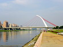 Dazhi Bridge View from Dajia Riverside Park.jpg
