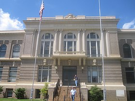 DeSoto Parish Courthouse in Mansfield, LA IMG 2421.JPG