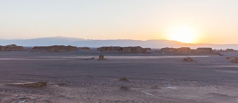 File:Desierto de Lut, Irán, 2016-09-22, DD 14.jpg