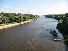 O rio Desna em Chernihiv, Ucrânia.
