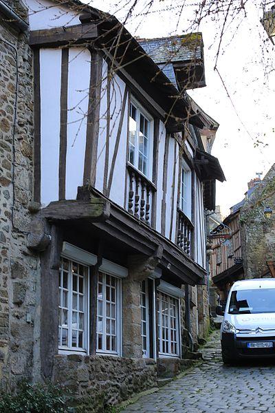 File:Dinan - 30 rue du Petit-Fort 20130216-03.JPG Исторические памятники Динана, достопримечательности Динана, фотографии Динана