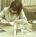Doina Ruști, scriind.jpg