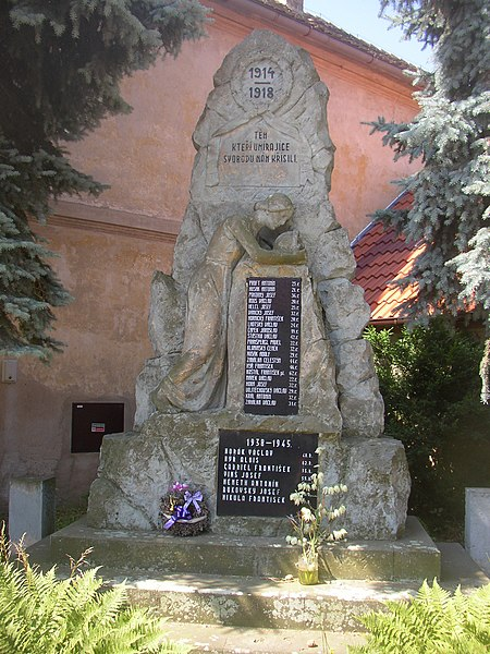 File:Dolanky nad Ohri CZ WWI and WWII memorial 076.jpg
