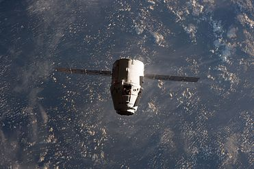 Dragon approaches the ISS (32238998654).jpg