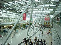 Terminalgebäude des Flughafens Düsseldorf International