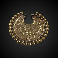 Earring ornated with Bes mastering two goats-AO 3171-P5280910-gradient.jpg