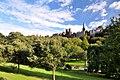 Edinburgh, Blick auf Old Town von Princess Street Gardens (26840841609).jpg