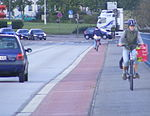 Elbbrücke Rosslau Radfahrstreifen+Radweg.jpg