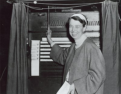 Eleanor Roosevelt votant à New York le jour de l'élection.