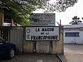 Entrée de la maison de la francophonie à Cotonou.jpg