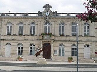 Étauliers - Town hall