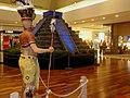 """Exposição """"Tesouros, Mitos e Mistérios das Américas"""", no Ribeirão Shopping. Reprodução em menor escala da pirâmide da cidade maia de Chichén Itzá, na península de Yucatán, no México. - panoramio.jpg"""