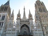 Facade de la Cathédrale de Rouen au matin.jpg